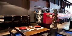 Restaurante Nomo...Sushi, sushi y más sushi. Naoyuki Haginoya, jefe de cocina del Nomo, es el encargado de seleccionar minuciosamente todas y cada una de las excelentes materias primas utilizadas para elaborar sushi del bueno y en todas sus vertientes: moriawase, hosomaki, futomaki, ura-maki, nigiri, temaki, aburi nigiri y, por supuesto, sashimi a secas. También cuentan con algo de plancha teppan-yaki, tartares, tatakis y ceviches y un surtido de entrantes japoneses.