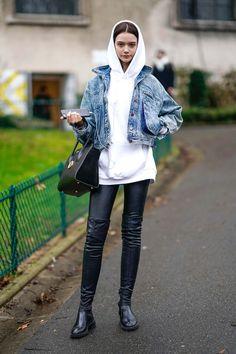 18 Cute Denim Jacket Outfits for Women - Best Jean Jackets 2018 Hoodie Outfit, Outfit Jeans, Denim Outfits, Hoodie Jacket, Casual Winter Outfits, Trendy Outfits, Fall Outfits, Cute Outfits, Best Jean Jackets