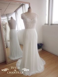 {Design Your Wedding Dress} Customized Long Curvy Mermaid Lace Wedding Dress | http://www.tulleandchantilly.com/blog/design-your-wedding-dress-customized-long-curvy-mermaid-lace-wedding-dress/