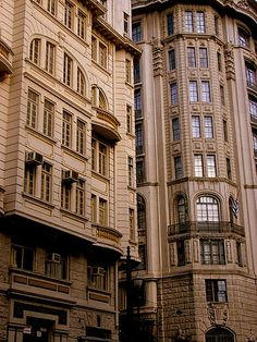 Buildings along Rua Cristóvão Colombo, Downtown