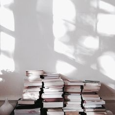 Style and Create - Decor, details & magnificent light Photografy Art, All The Bright Places, 4 Wallpaper, Book Aesthetic, Aesthetic People, Light And Shadow, Book Lovers, Book Worms, Literature