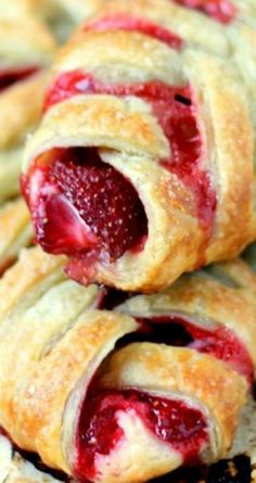 Cooking for a Cure - Strawberries & Cream Pastries - Strawberries & Cream Pastries Recipe ~ SUPER easy to make and perfect for a brunch, breakfast, or e - Strawberry Recipes, Fruit Recipes, Baking Recipes, Dessert Recipes, Strawberry Danish Recipe, Breakfast Pastries, Sweet Pastries, French Pastries, Puff Pastries