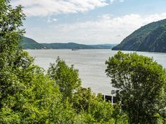 Flusskreuzfahrt auf der Donau - Buy this stock photo and explore similar images at Adobe Stock | Adobe Stock