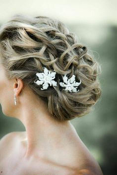 wedding hairstyle; photo: Kelly Brown Weddings