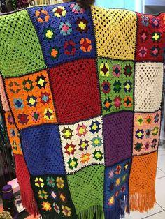 Crochet 'Spitspot Summer Love Blanket' Crochet along (CAL) Crochet Mandala Pattern, Granny Square Crochet Pattern, Crochet Squares, Crochet Granny, Crochet Blanket Patterns, Granny Squares, Scrap Yarn Crochet, Crochet Wool, Crochet Gifts