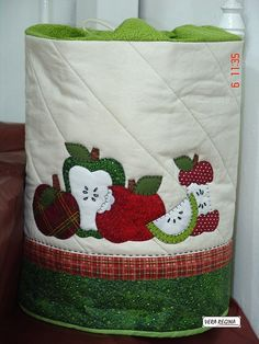 Apple Kitchen Decor, Kitchen Decor Themes, Embroidery Designs, Hand Embroidery, Apple Festival, Cute Crafts, Shades Of Red, Patches, Quilts