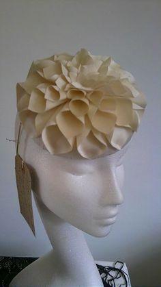 Madrugar ivory silk cocktail hat