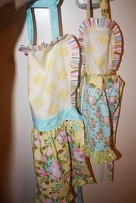 Tutorial: Ruffled aprons in toddler and child sizes · Sewing | CraftGossip.com