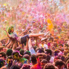 Holi is one of the major festival of India and is the most vibrant of all.Places like Lathmar Holi of Barsana Cultural Holi, Shantiniketan,Traditional Holi Festival Holi, Holi Festival Of Colours, Holi Colors, Festival Paint, Holi Celebration, Festivals Around The World, Happy Holi, Parcs, Pablo Picasso