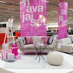 SUVI-sohva, ELSA-rahi ja GITTER-valaisimet Kuopion myymälän avajaisissa.