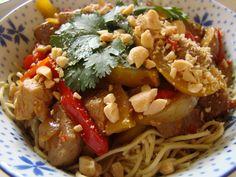 Varkenshaas met paprika en gember Spaghetti, Pork, Chicken, Ethnic Recipes, Kale Stir Fry, Pork Chops, Noodle, Cubs