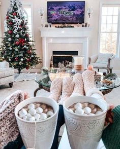 Image about aesthetic in WINTER by 𝒥𝒶𝓃𝑒𝓉 on We Heart It - Weihnachten & Christmas Christmas Time Is Here, Christmas Mood, Merry Little Christmas, All Things Christmas, Christmas Lights, Christmas Decorations, Christmas Ideas, Winter Things, Holiday Mood