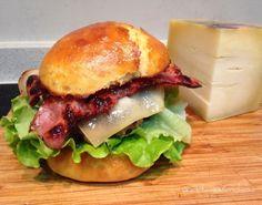 #burger de ternera y cerdo con #bacon y #queso #cheese...