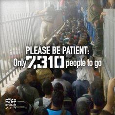 Pos-pos Pemeriksaan yang Kejam Tak Berperikemanusiaan  Ini adalah Checkpoint 300 yang memisahkan Bayt Lahm dari Baitul Maqdis sekitar pukul 3.30 pagi. Tidak ada kemungkinan pembenaran untuk mewajibkan orang antre selama berjam-jam di tengah malam serta dalam kondisi penuh sesak yang tak tertahankan hanya agar mereka bisa pergi bekerja dan memulai hari penuh kerja keras. Ini jelas tidak ada kaitannya dengan masalah keamanan: Semua orang yang melewati pos pemeriksaan telah memiliki izin kerja…