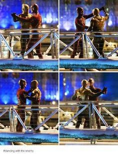 Grant Gustin and Tom Cavanagh dancing in between takes while filming The Flash Series Dc, Movies And Series, Superhero Shows, Superhero Memes, Supergirl Dc, Supergirl And Flash, The Flashpoint, Image Triste, Flash Funny