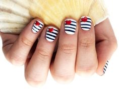 nautical nails DIY - do your own blue & white striped nails Love Nails, How To Do Nails, Pretty Nails, Fun Nails, Spring Nail Art, Spring Nails, Summer Nails, Spring Art, Sailor Nails