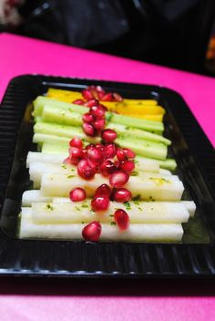 This dish has potential to be very beautiful. [Ensalada de Jicama, Mango y Pepino]