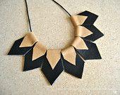 Artículos similares a Declaración geométrica collar collar, collar de cuero, regalo para ella en Etsy