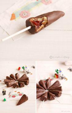 Galletas pirulí de chocolate y fresa