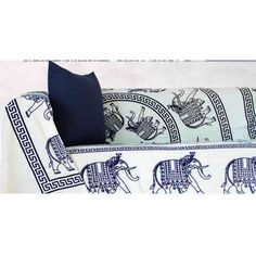 Foulard Caltic. Foulard Caltic de Brisa&Home. Composición: 100% algodón. Diseño elefantes y mandala Medidas: 210 x 240 cm. Dos colores Negro y blanco