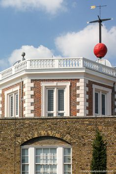 The Royal Observatory, Greenwich in London is famous. This guide to a day in Greenwich, London will show you the Greenwich London observatory, National Maritime Museum, Cutty Sark, Queen's House, Old Royal Naval College, Painted Hall, Greenwich Park, and more. This is one of the best places in London to visit. #greenwich #london #observatory Greenwich Market, Greenwich London, Greenwich Observatory, Best Places In London, Maritime Museum, London Travel, Day Trip, Trip Planning, The Good Place