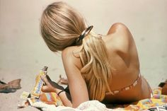vintage everyday: Girls in Bikini on the Beaches of California in 1970