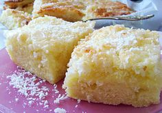 Recipe for high coconut cake from the tin: Coconut milk comes into the soil, the crunchy cap consists of coconut flakes, sugar, butter and a cast. Sweet Recipes, Cake Recipes, Yummy Recipes, German Cake, Good Food, Yummy Food, Sweet Bakery, Jamaican Recipes, Recipes From Heaven