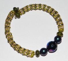 """Twin seed bead netted tube - Nice way to do """"netting"""". These colors do not do the technique justice. #seed #bead #tutorial"""