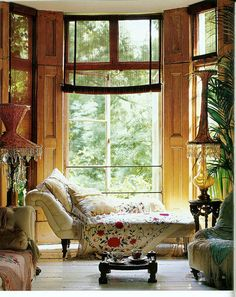chaise + bay window | interior design + decorating ideas for the lounge / living…
