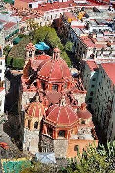Vista aérea de #Guanajuato, una ciudad mexicana llena de historias y leyendas asombrosas.