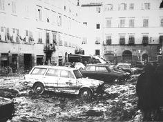 Alluvione di Firenze Piazza del Carmine dopo il ritiro delle acque  (04/11/1966)