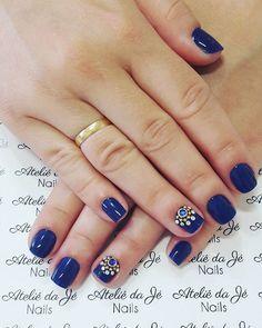 WEBSTA @ jehhdossantoss - Azulindo! #ateliedaje #unhasdecoradas #pedrarias #avonbrasil #agenteama #artnails #unhaslindas #vidrinhosmagicos #azul #vempraca ❤❤❤