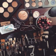 all my dreams in a picture ♡ i want to be  makeup artist n have tons of makeup<3