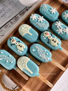 Diy Christmas Gifts For Friends, Easy Christmas Cookie Recipes, Christmas Goodies, Holiday Desserts, Christmas Treats, Christmas Baking, Christmas Cake Pops, Christmas Chocolate, Magnum Paleta