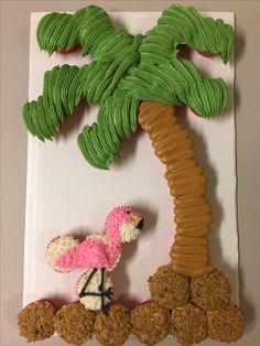 Palm tree and flamingo cupcake cake 30 Birthday Cake, Summer Birthday, 6th Birthday Parties, Birthday Ideas, Luau Cupcakes, Flamingo Cupcakes, Cupcake Cakes, Pull Apart Cupcake Cake, Pull Apart Cake