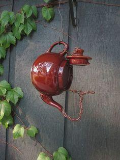 Genie-Ideen des Teekannen-Vogelhauses, zum im Haus im Freien zu verbessern  #freien #genie #ideen #teekannen #verbessern #vogelhauses