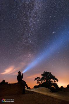 Een avondje onder de sterren op het Eakingerzand in Friesland. Een plek waar het nog relatief donker is en waar je de melkweg nog met het blote oog kan zien.