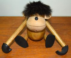 Vintage Articulated Wood Monkey VERY CUTE door TheAtomicHouse op Etsy https://www.etsy.com/nl/listing/214000728/vintage-articulated-wood-monkey-very