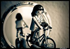Playmobil photographer on bike Playmobil Toys, Childhood Stories, Toys Photography, Classic Toys, Picture Design, Photo Tips, Cycling, Lego, Darth Vader