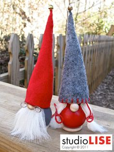 Irresistible Grandma and Grandpa Tomte. Handmade by studioLISE at Etsy. Lots of other supercute tomtar as well!