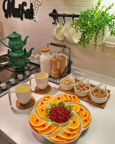 Image may contain: food and indoor Food Design, Plat Vegan, Appetizer Salads, Appetizers, Recipe Organization, Food Decoration, Food Platters, Arabic Food, Food Presentation