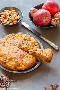 Torta di mele macromediterranea - Timo e lenticchie Weird Food, Crazy Food, Biscotti, Vegan Cake, Vegan Sweets, Sweet Desserts, Gluten Free, Favorite Recipes, Healthy Recipes
