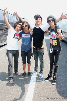 """pubecsent-drama-queen: """"Fetus Pierce The Veil is what I live for """""""