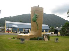 Queensland is home to many of Australia's Big Things but one you may have not yet visited is the Golden Gumboot in the town of Tully in Far North Queensland. Why is there a golden gumboot in town? Because of Tully's incredibly high rainfall figures — it claims to be one of Australia's wettest towns.   #babinda #competitions #golden gumboot #tully