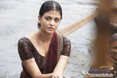 """Expressive Aishwarya in """"Raavan"""" {2010}"""