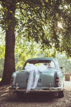 Ik ben graag jullie trouwfotograaf! Made by me / Gemaakt door mij. wedding photography trouwfoto's trouwfotografie bruidsfotografie wedding transportation car church trouwvervoer trouwauto