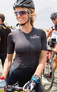 Women and Bicycles Radler, Girl Abs, Girls With Abs, Cycling Girls, Road Cycling, Female Cyclist, Road Bike Women, Bicycle Girl, Bike Style