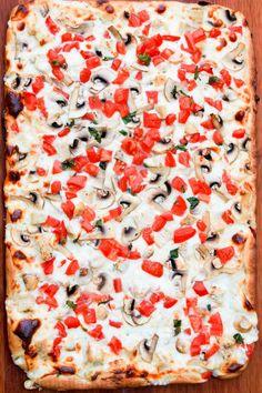 Garlic Sauce For Pizza, White Pizza Sauce, Creamy Garlic Sauce, White Sauce, Parmesan Sauce, Fun Pizza Recipes, Cheesy Pizza Recipe, Lunch Recipes, Keto Recipes