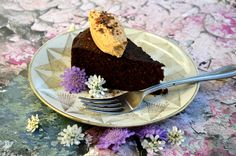 Fudgy, rich, moist chocolate cake made in your slow cooker! So simple and delicious and only net 6.5 carbs per serving! Made with QUEST Protein! Also, a giveaway so you can get your own QUEST Prote…