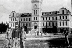 Buca/ izmir  College was opened in 1912 and most of the Levantine and sporadically in Izmir had been a school where the children look wealthy Turkish family. College graduates are also among the Adnan Menderes.